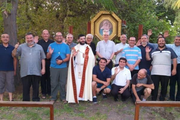 20200107_Gebet der Mitbrüder der Regio Nuevo Belen am Bildstock unserer Gemeinschaft in Santiago de Chile, Foto privat
