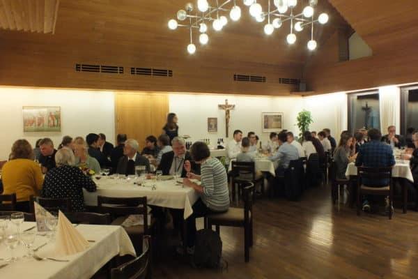 Essen im Speisesaal auf Berg Moriah, Foto privat